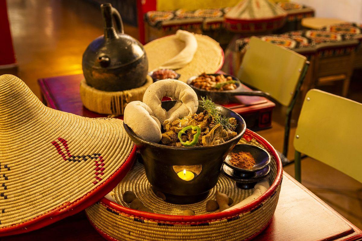 presentación de plato etíope