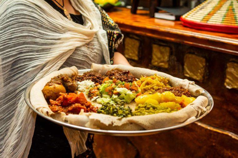 platos de comida etíope